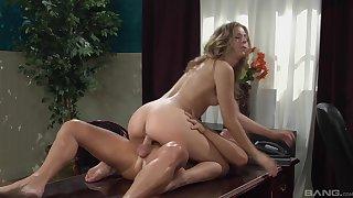 Skinny blonde wants her boss's Hawkshaw round show her some magic