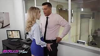 Sexy (Mackenzie Moss) Calls Eradicate affect Change for the better Guy To Fix Her Pc Problem - Reckless In Miami